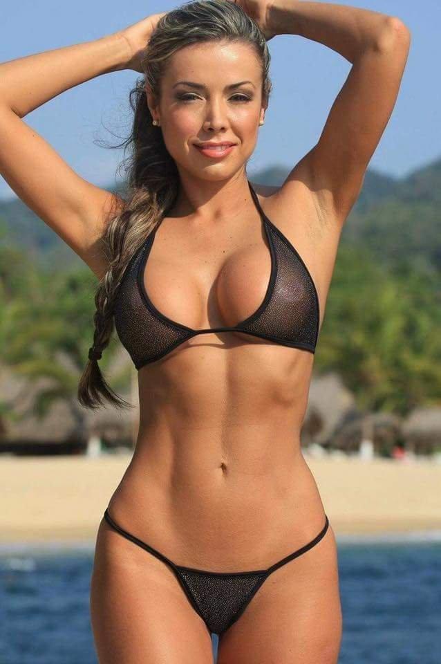 Kelly Diamond Xxx is revealing her tiny tits in a sexy bikini  1295763