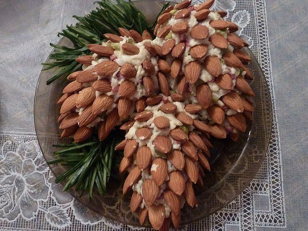 Салаты с фото в види ананаса и шишки