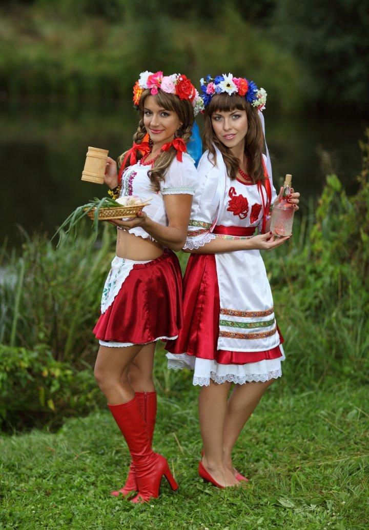 Деревенские девчата гостеприимны и без одежды  275755
