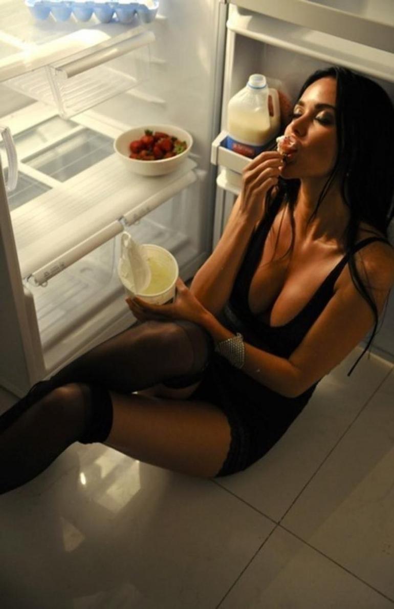 foto-devushka-vozle-holodilnika-master-i-margarita-porno-stseni-video