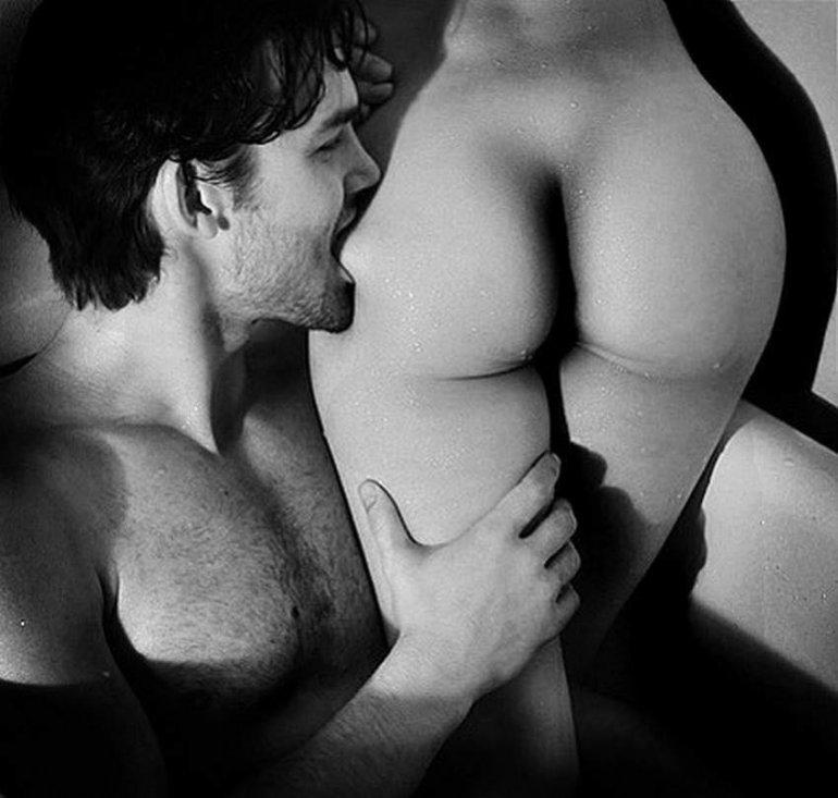 специалистов фото целует голое тело девушки великий архангеле михаиле
